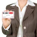 Dit is een afbeelding van een vrouw: boekhouder waalwijk doet met een visitekaartje in haar hand